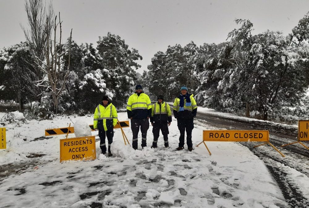 Lithgow Council Workers help lessen the Impacts of Snow Event June 2021